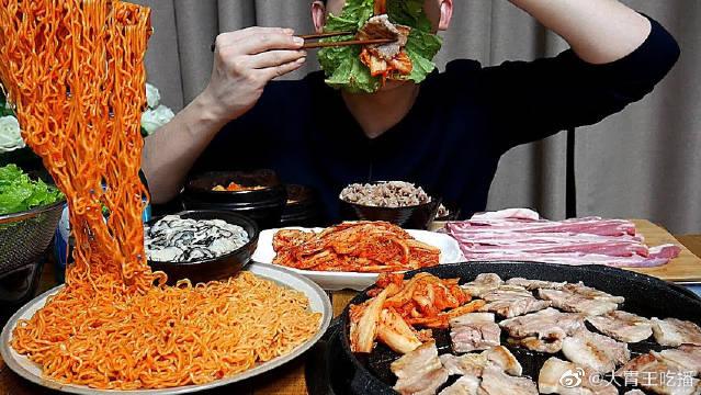 康叔今天吃火鸡面、寿司和烤肉!这样吃饭真的不会胖吗?
