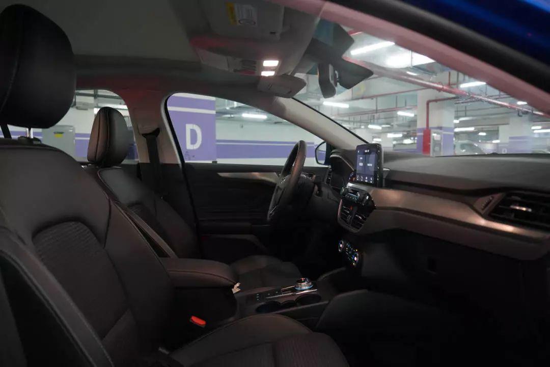 试驾新一代福克斯2020款,操控与舒适兼备的小钢炮