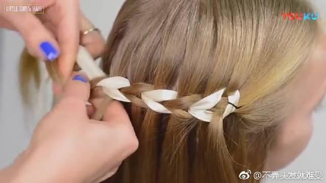 简单又大方的女宝宝环形瀑布编发,非常适合圣诞节和元旦的发型!