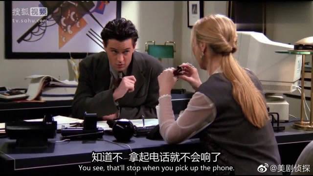 老友记菲比去给钱德勒当秘书,接起电话一本正经,最后钱钱却很无语