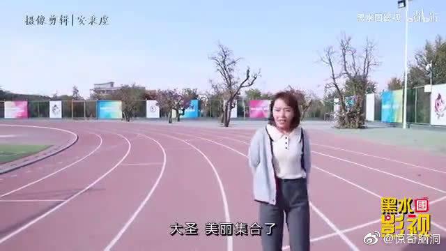 学生体育课考试跑800米,学霸和鸡腿赛跑,不到3分钟跑完!