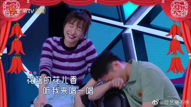 画风突变!何炅谢娜联手演唱经典歌曲《南泥湾》,满满的回忆感