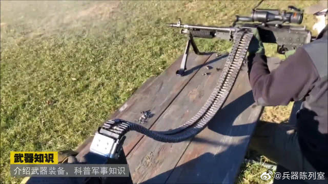 M240机枪配上这样的弹链,给使用者非一般感觉