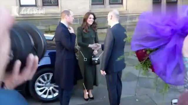 凯特军装风穿搭亮相,威廉当众献玫瑰表达爱意,凯特满脸笑意!