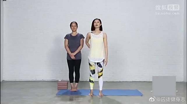 美女教练教你在家轻松做瑜伽健身塑形操,赶紧学起来吧!
