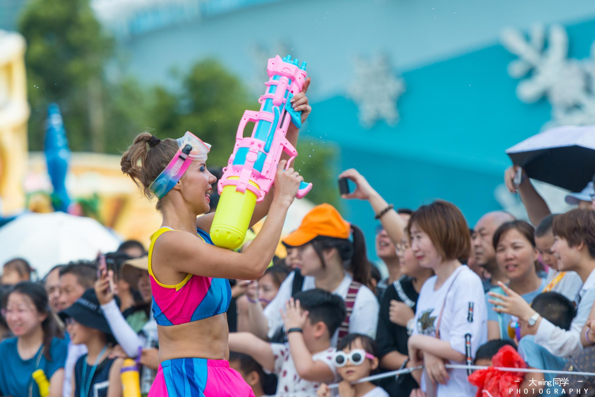 每天下午,珠海长隆海洋王国都会举行一场声势浩大的巡演