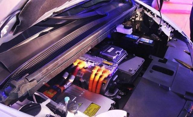 又一全新6座MPV诞生 标配全液晶仪表,续航400KM 电池终身质保