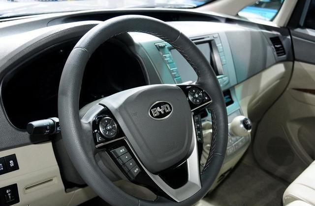 比亚迪M6具有灵活和扎实,是种口碑很好的车辆代表