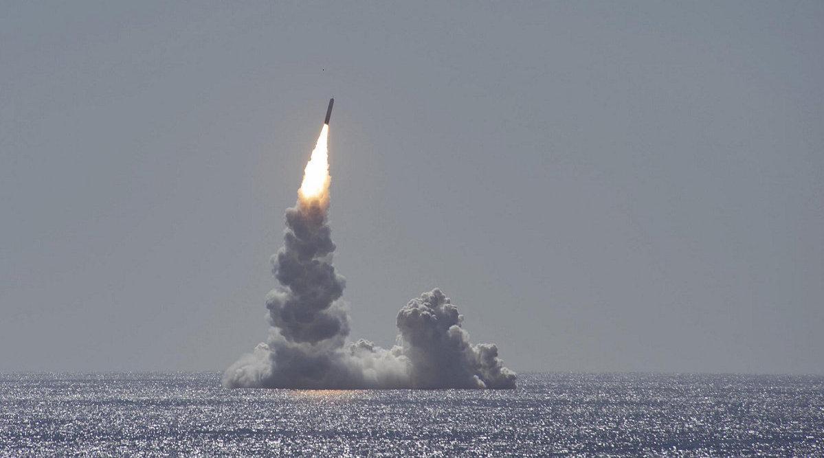 一道火光划破长空,30分钟飞越半个地球,美国又大搞军备竞赛