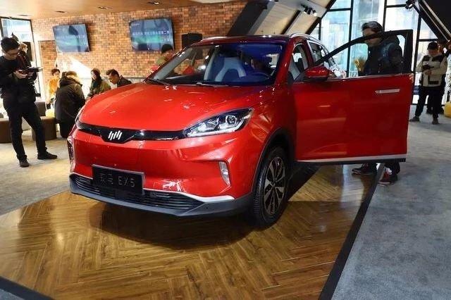 电动紧凑型SUV广汽ix4与威马EX5