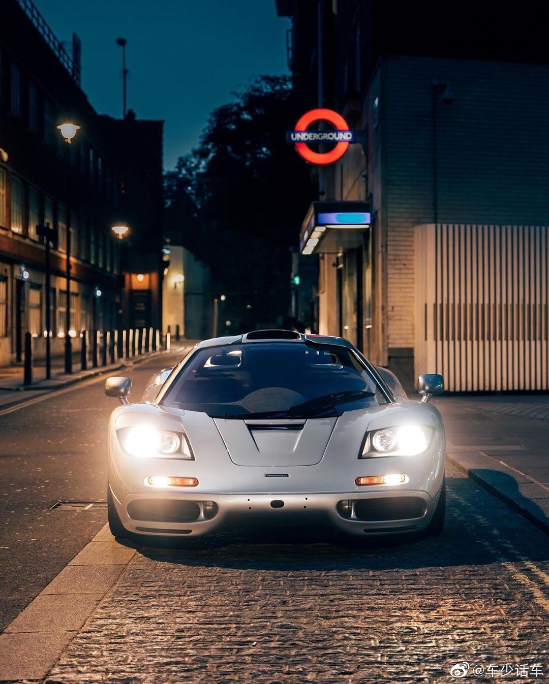 迈凯伦F1放在现在看外形还真不过时,头灯尾灯换成现代的就是尤物