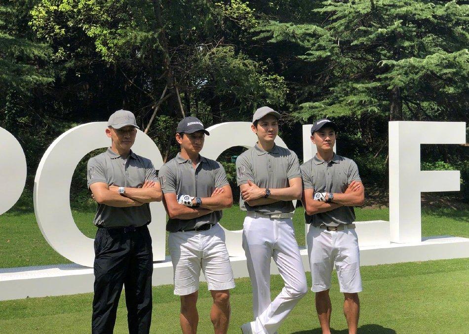 26日,钟汉良 、吴奇隆 、聂远 、邢傲伟 一起现身高尔夫球场