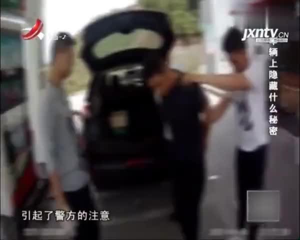 贩毒 1:男子被捕后,情绪激动,民警在其双肩包内发现大量冰毒
