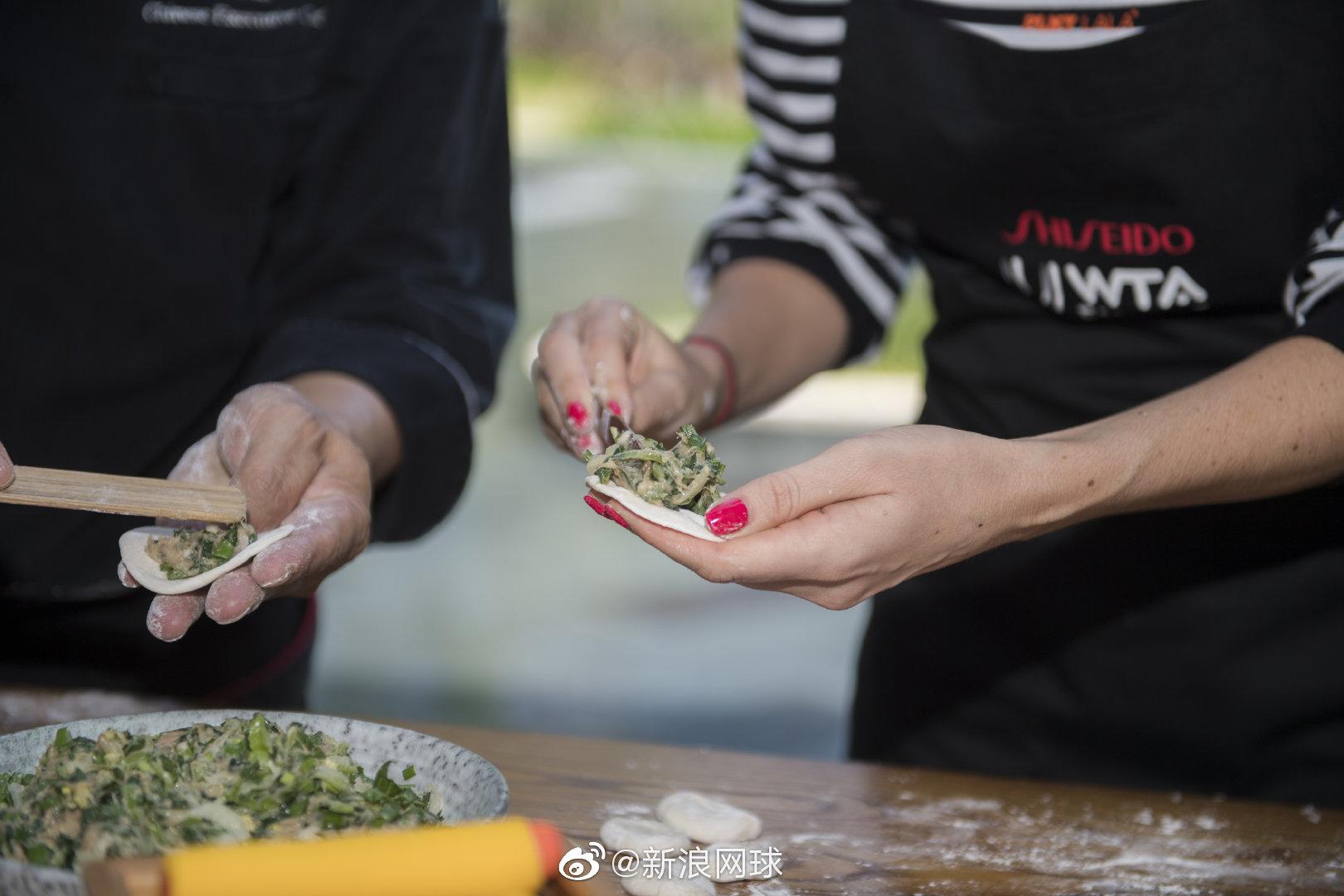 深圳总决赛,A-拉德万斯卡学包饺子: