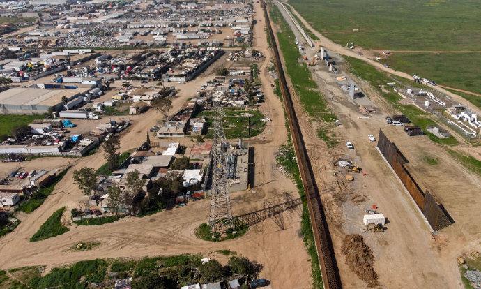 高压政策难挡人潮,美墨边境一年逮捕百万非法移民