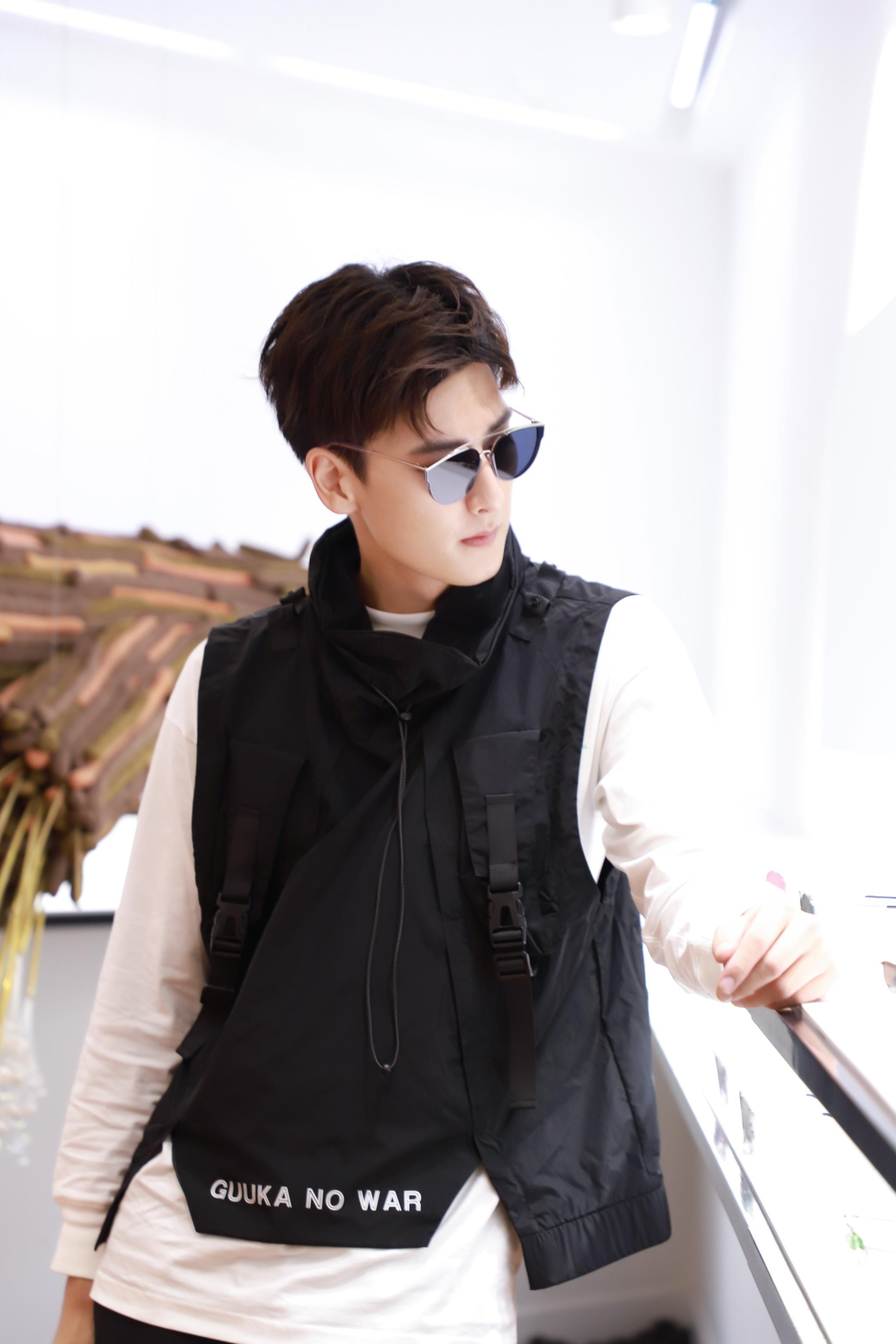 """@姜钧馨 受邀出席发布会。智能穿戴的时尚新""""视""""代"""