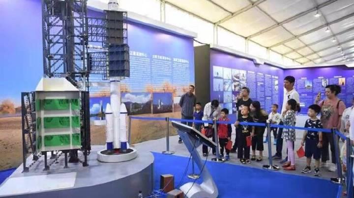 太空飞船返回舱首次亮相我市 中国航天科普展长春站隆重启幕