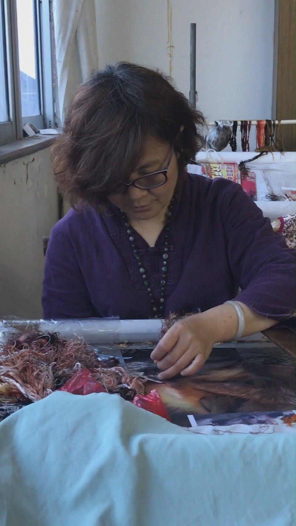 随着苏绣的发达与创新,延至今日,又形成许多新的刺绣