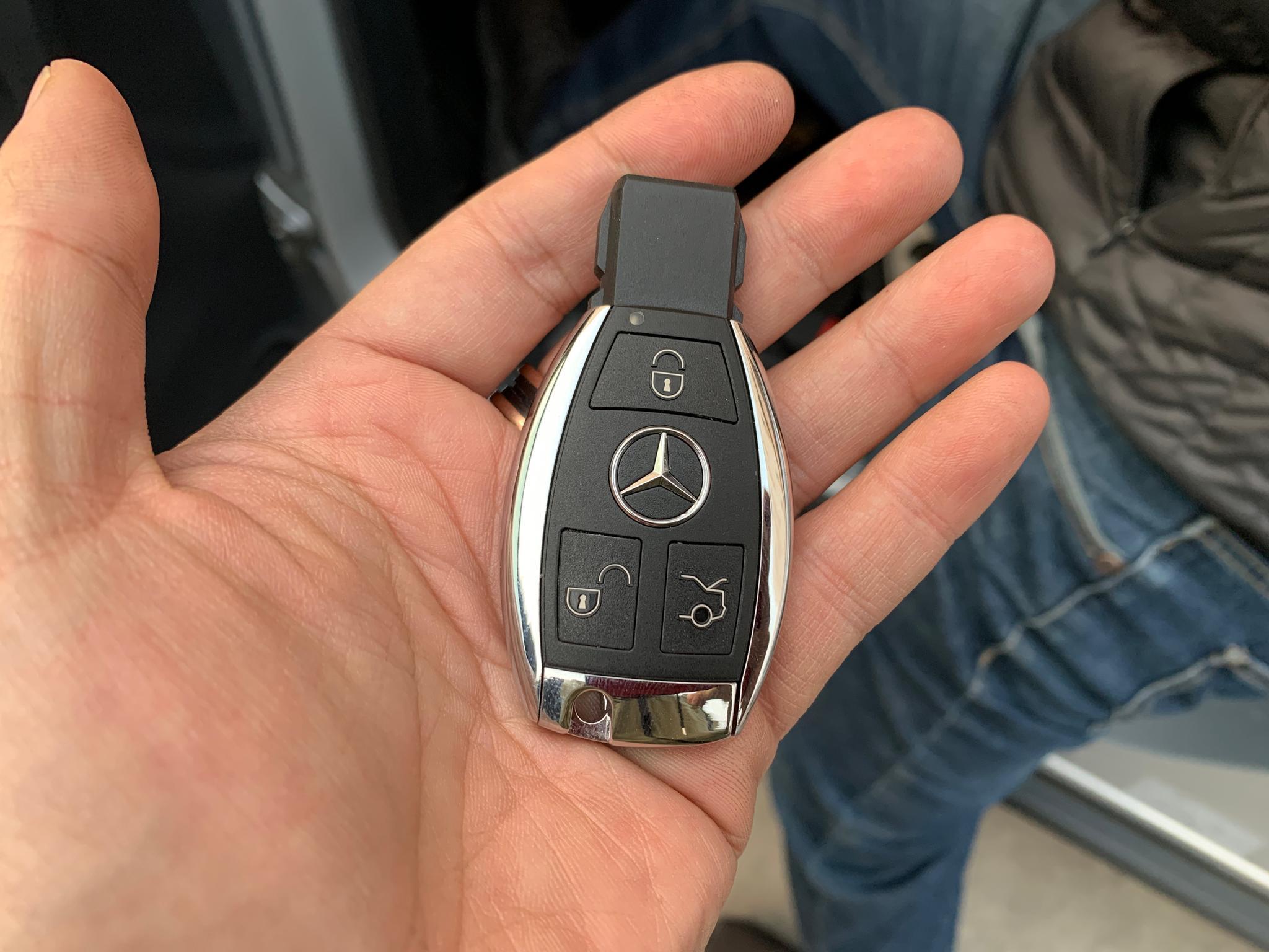 今天恰好在弄E46的灯,抽空去把ML350的钥匙换成了新款造型