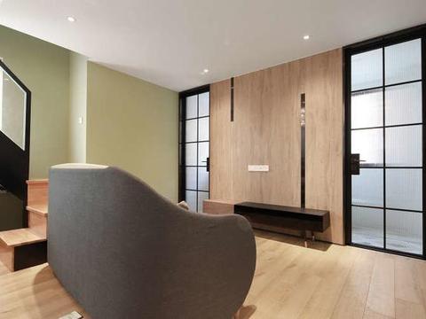 47平现代简约自然空间,小复式搭配实木材质蜗居也能装出奢华感