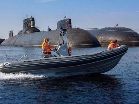 不甘示弱!美军抢先推出巡航导弹潜艇后,俄军马上动手改造台风级