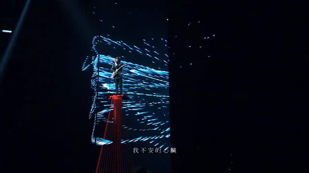 卢广仲演唱会现场演唱《听见了吗》 live,清新独立小摇滚!