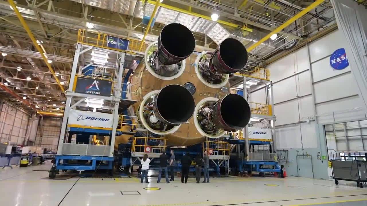 NASA SLS登月火箭最后一个引擎安装完毕