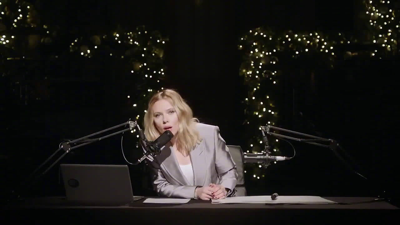 """""""寡姐""""斯嘉丽·约翰逊为主持《SNL》拍了一段ASMR宣传片这西装+寡"""