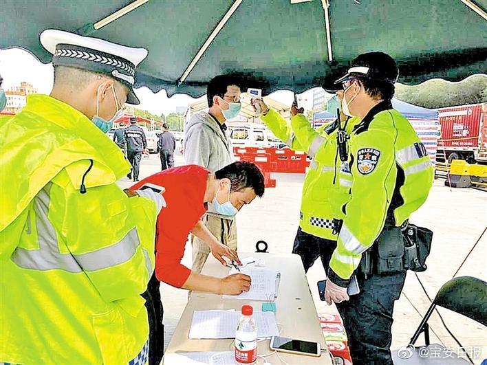 龙华区观澜街道强化辖区四个交通防疫卡点后勤保障