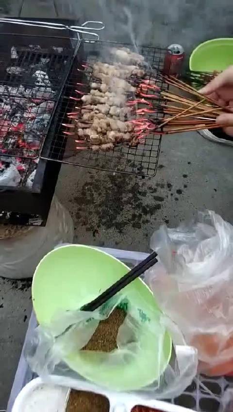 第一次户外烧烤,肉还没烤好竹签就断了,谁能告诉我怎么办在线等