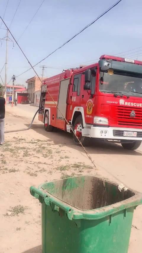 今日下午,沧县捷地的减河内芦苇不知何故再次起火,出动消防车一辆