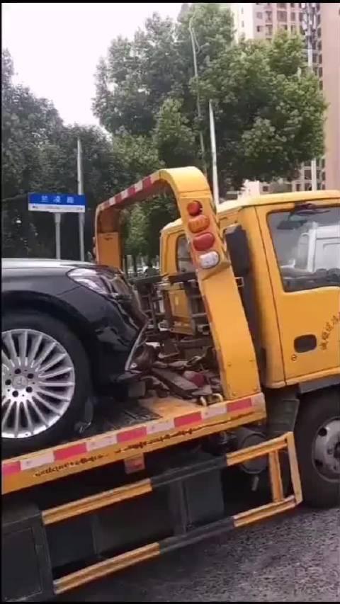 车不小心被轻微擦了一下,好修复吗?