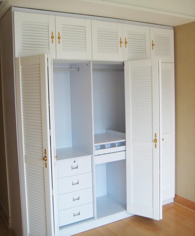堂妹家卧室衣柜用百叶门样式,还劝我赶紧换,好处多!听图片