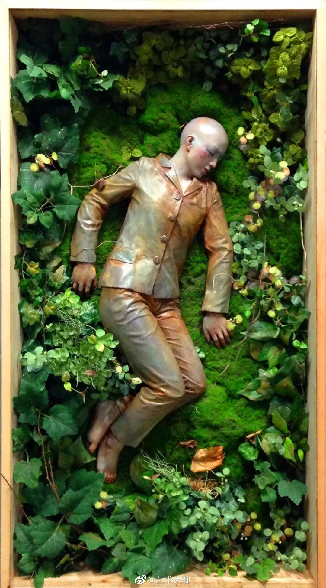胡柯,1978年生于湖南。2005年毕业于四川美术学院雕塑系