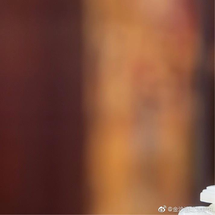 白玉岁岁平安图瓶,清,故宫博物院藏