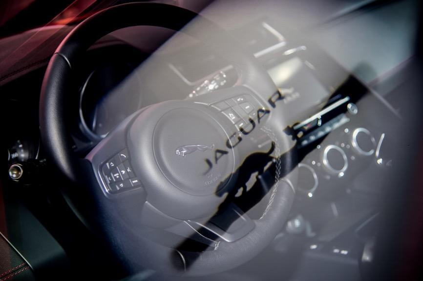 标配智能四驱+温莎真皮座椅,捷豹E-PACE生动演绎个性潮流