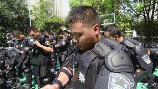 近日,上城区公安分局巡特警大队组织开展防暴处突应急演练