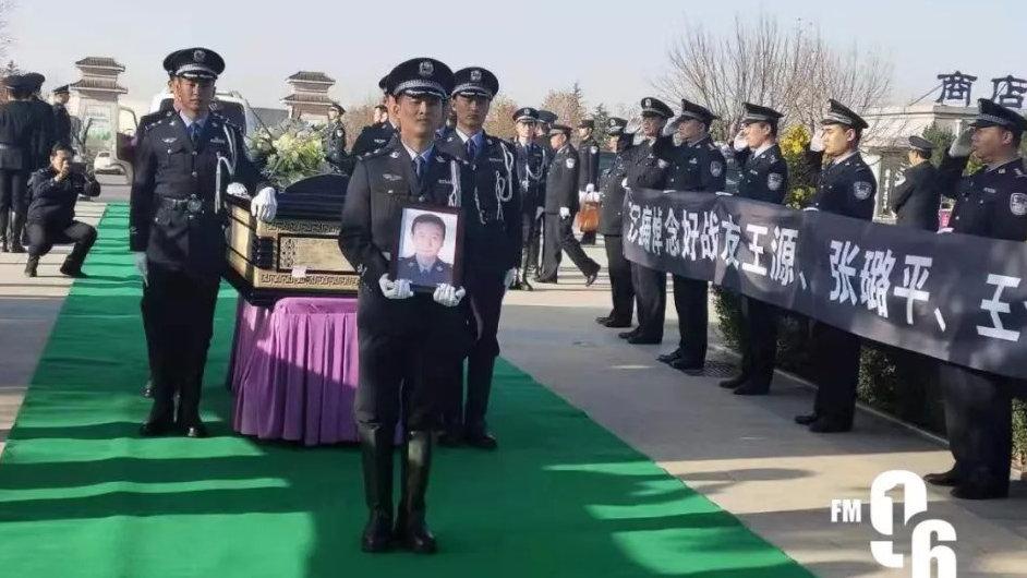 昨天,3位因公殉职的民警遗体被送回西安