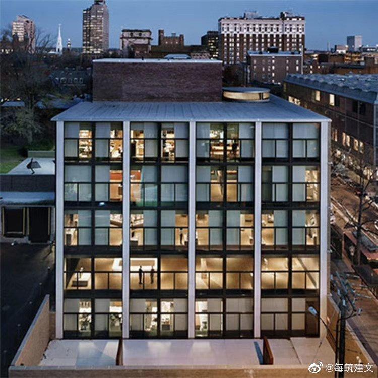 1951年,当路易斯.康接到耶鲁大学美术馆这一任务时