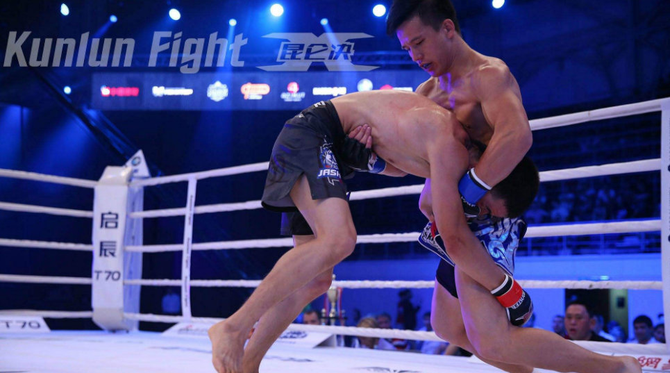 昆仑决50大KO(40-31):中国竹剑暴击砸肘KO,张美煊绝杀终结!
