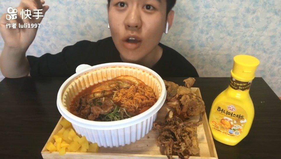 快手吃播:吃韩式炸鱿鱼