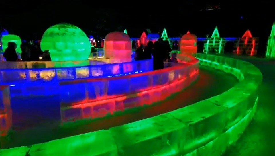 兆麟公园,一座美丽的冰景迷宫,成了游客探秘的好去处