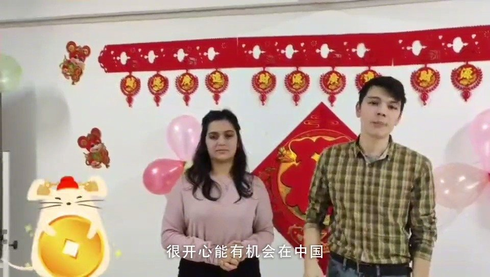 盐城大学的乌兹别克斯坦留学生Akmal和Rukhsana给大家拜年啦!
