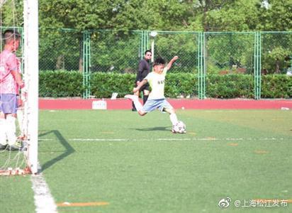 """""""国王杯""""第五届青少年 足球邀请赛在松举行"""
