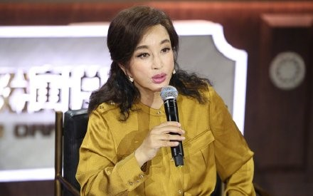 63岁刘晓庆近照曝光 面容僵硬惹争议图片