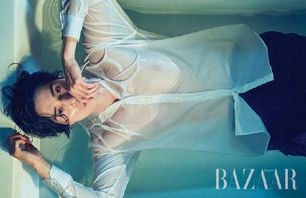 李栋旭 二月刊香水大片,白衬衫浴缸的湿身诱惑。