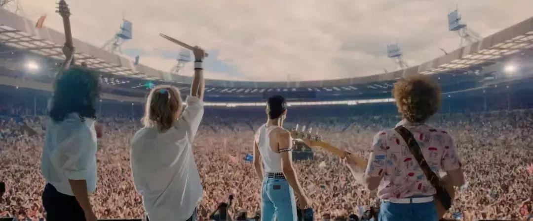 《波西米亚狂想曲》冲刺奥斯卡:神级复刻摇滚史上最伟大演出!