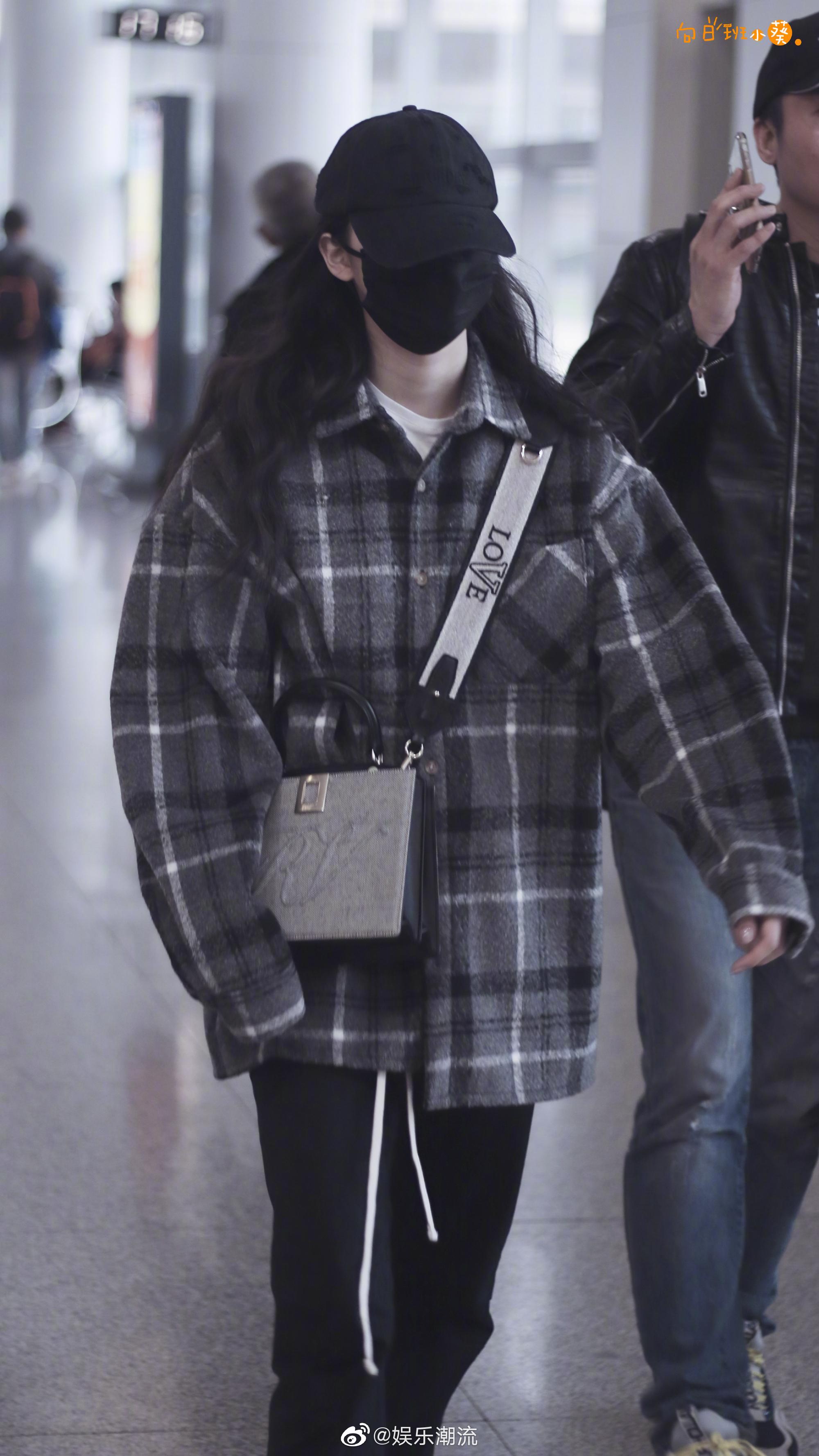 × 机场私服 格子衬衫搭配棒球帽,简约低调的娜比~