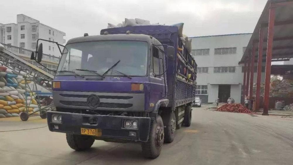 【覆车之戒】潢川交警大队成功查处两辆部局通报隐患重型货车