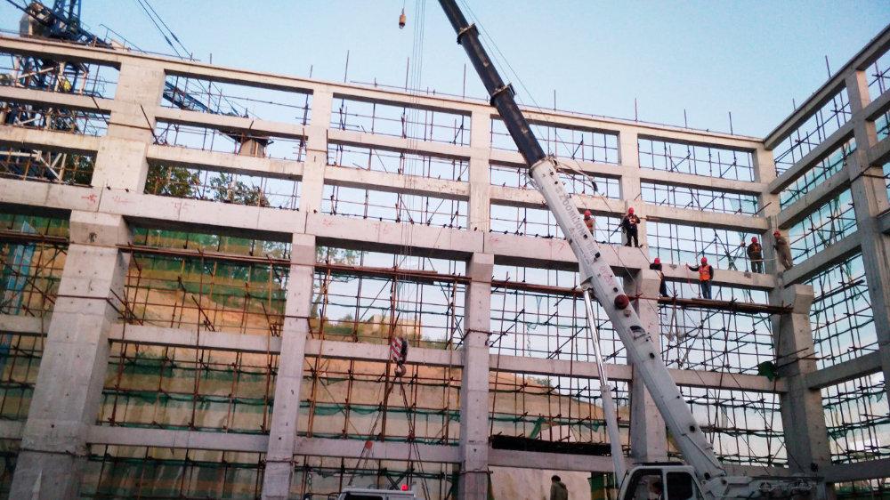 荒沟抽水蓄能电站吊车梁完成吊装